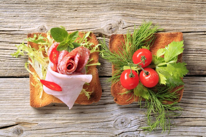 Toast with ham and vegetables