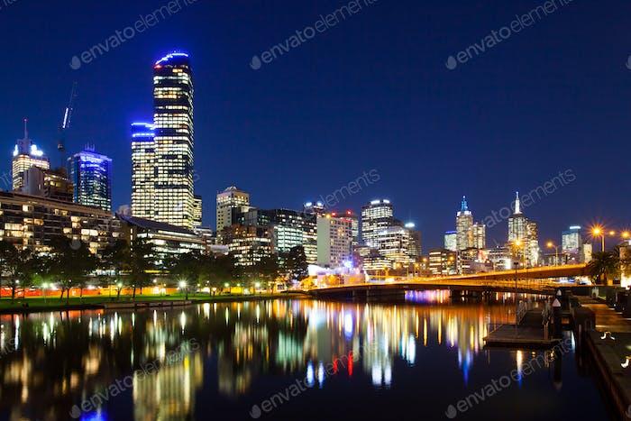 Skyline de Melbourne al anochecer