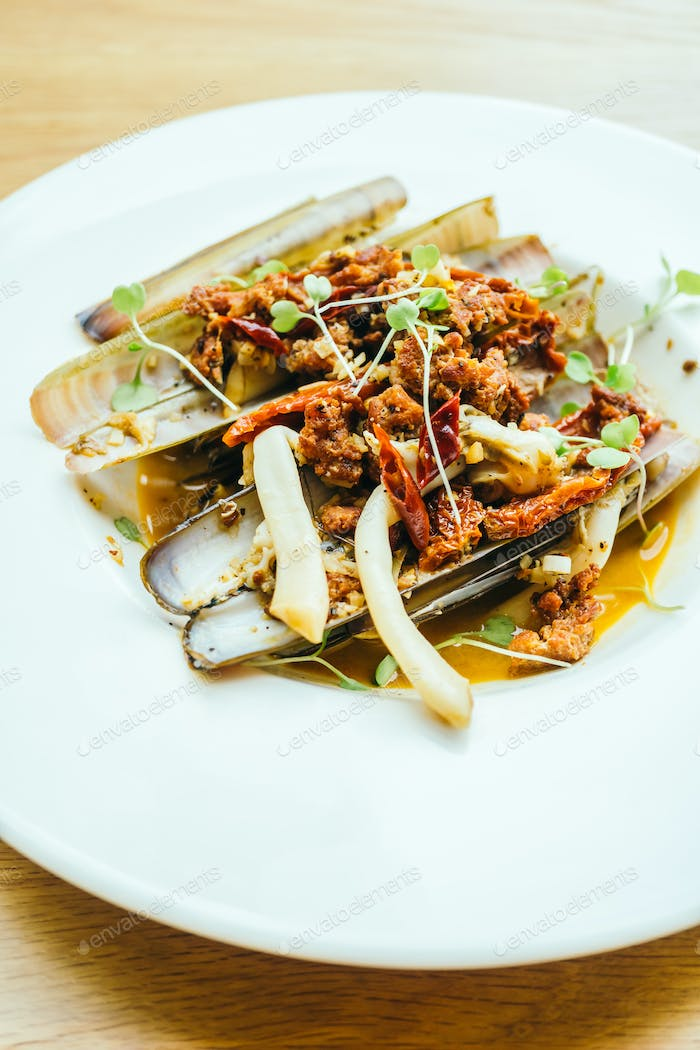 Fried spicy razor clams