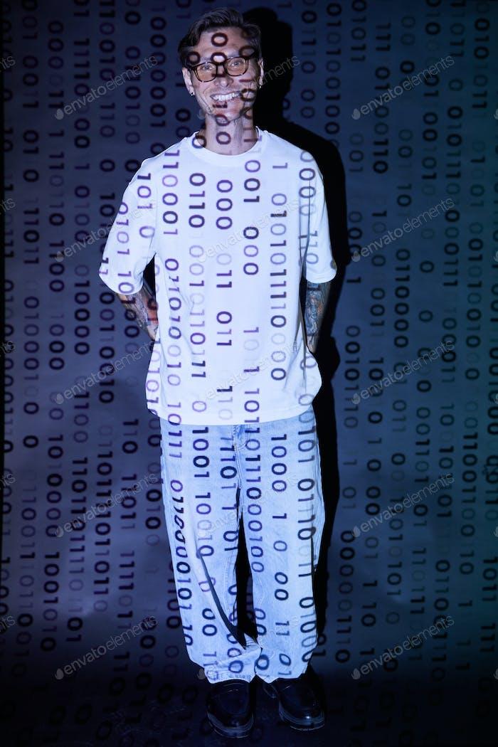 Hacker informático en el ciberespacio