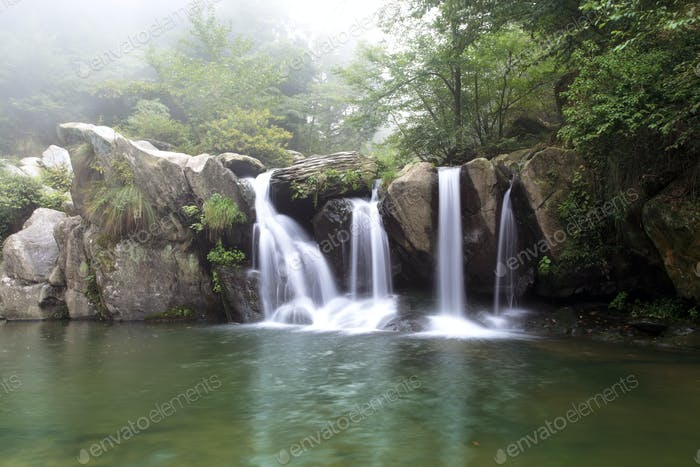 black dragon pool in lushan scenic