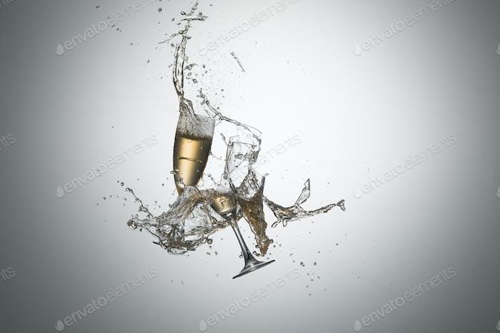Flying Weingläser mit gegossenem Alkohol