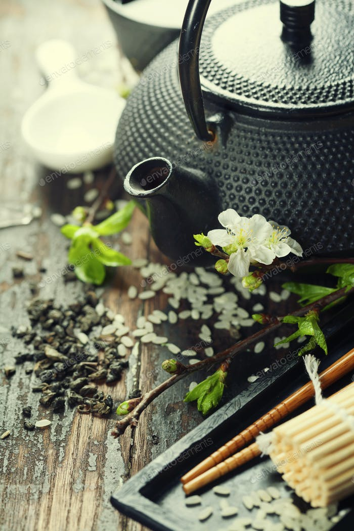 Chinesisches Tee-Set und Essstäbchen