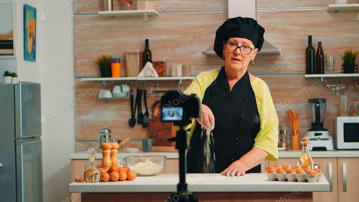 Recording tutorial about flour