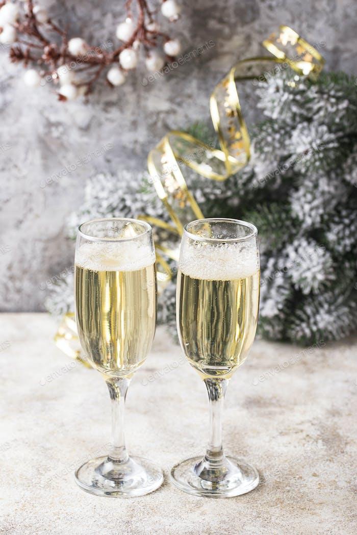 Gläser Champagner, traditionelle Neujahrsgetränk