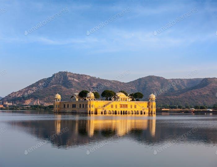Jal Mahal (Water Palace).  Jaipur, Rajasthan, Indi