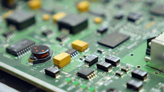 Elektronisch Leiterplatte mit vielen elektrischen Komponenten