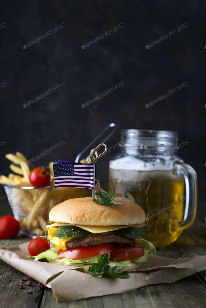Hausgemachte Burger mit Brötchen