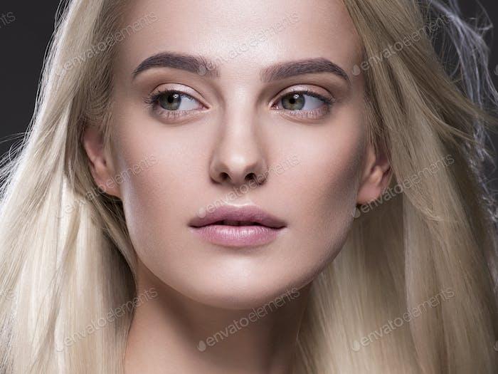 Natürliche Make-up blonde Haare Frau Nahaufnahme Gesicht Schönheit Porträt