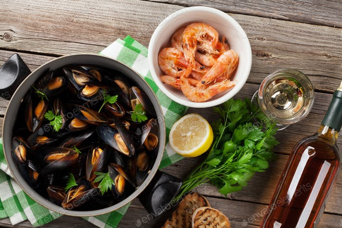Mussels, prawns and white wine