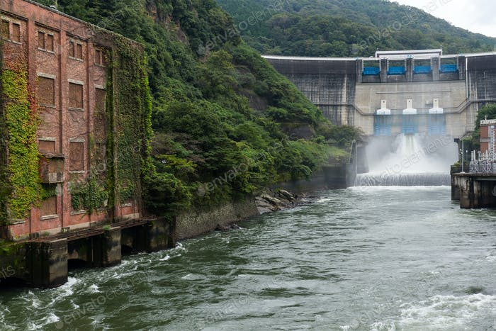 Wasser-Damm