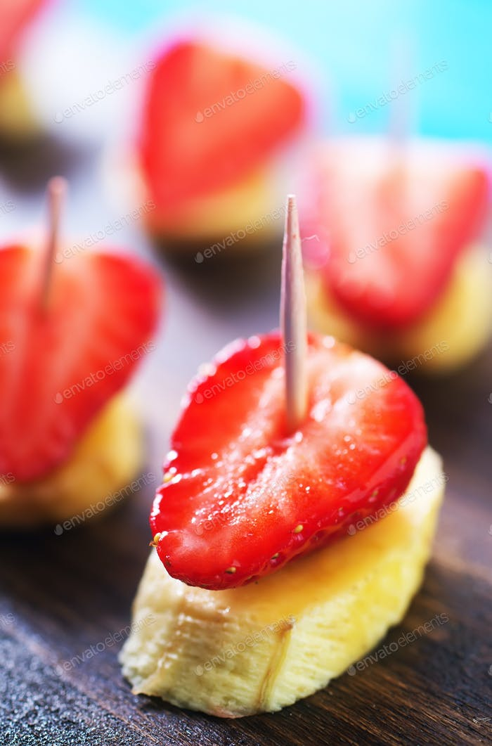 canape with fruits