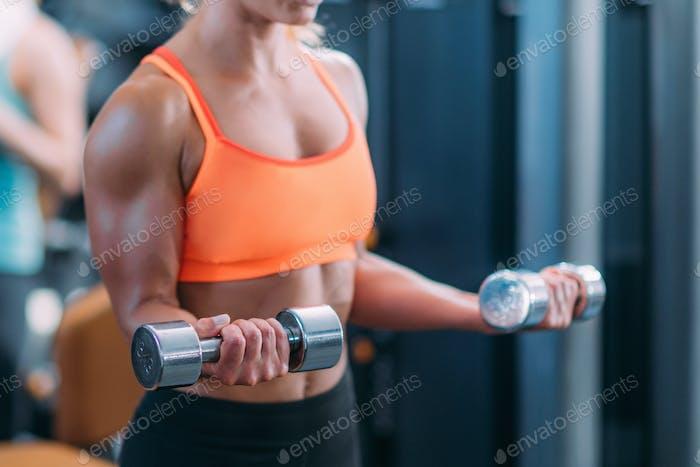 Bizeps Übung mit Gewichten