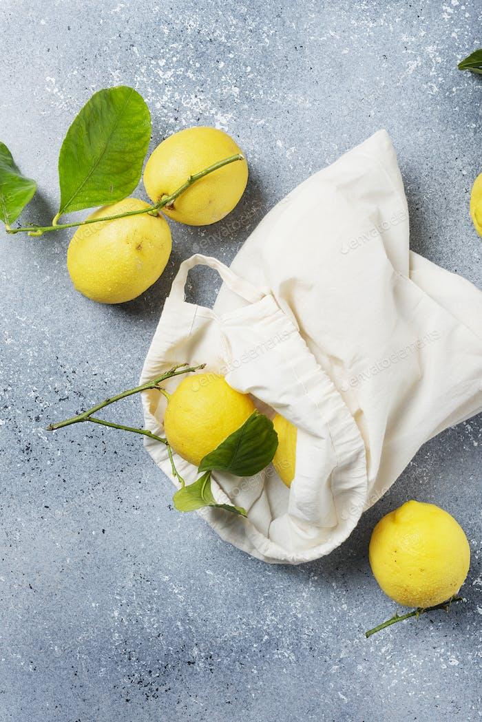 Frische biologische Zitronen