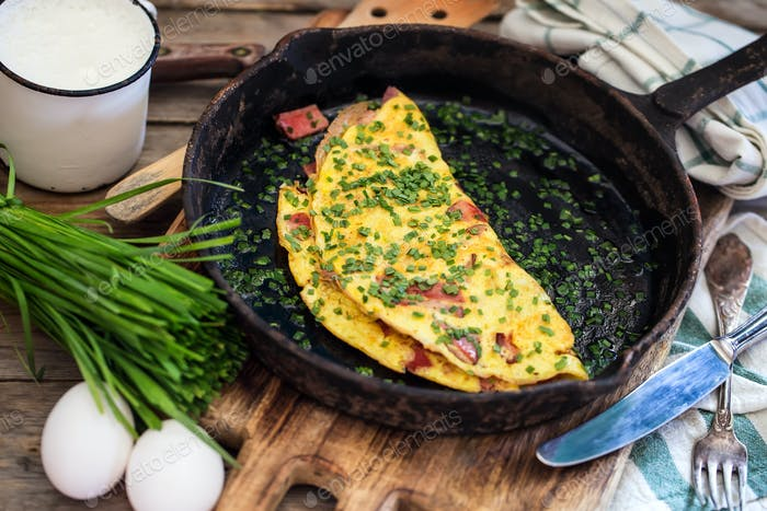 Ham and chives omlette