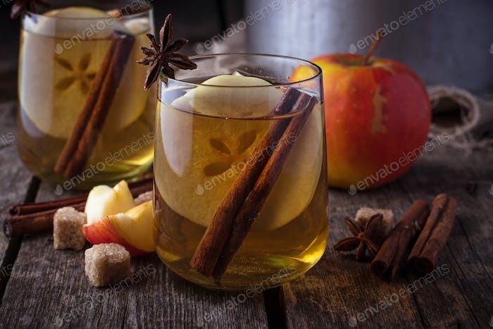 Apfelwein mit Zimt