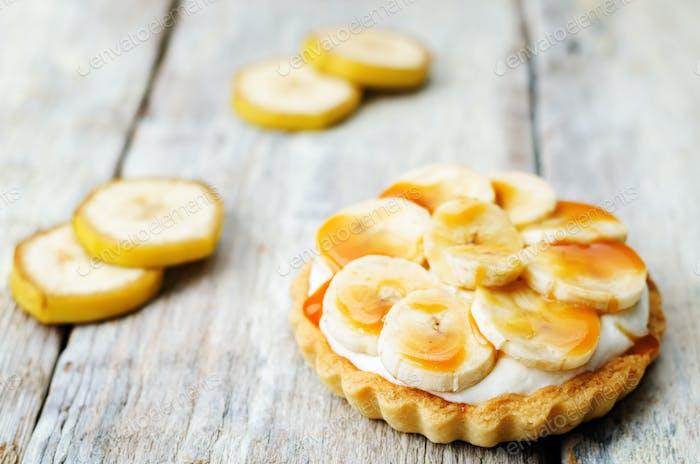 banana salted caramel tartlet