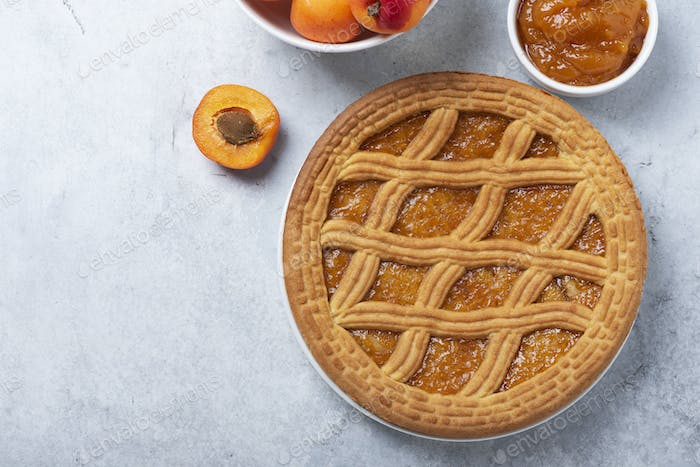 Sweet crust cake with apricots