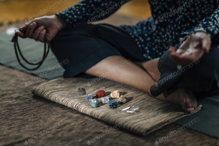 Female Raising Vibration, Daily Meditation with Crystals