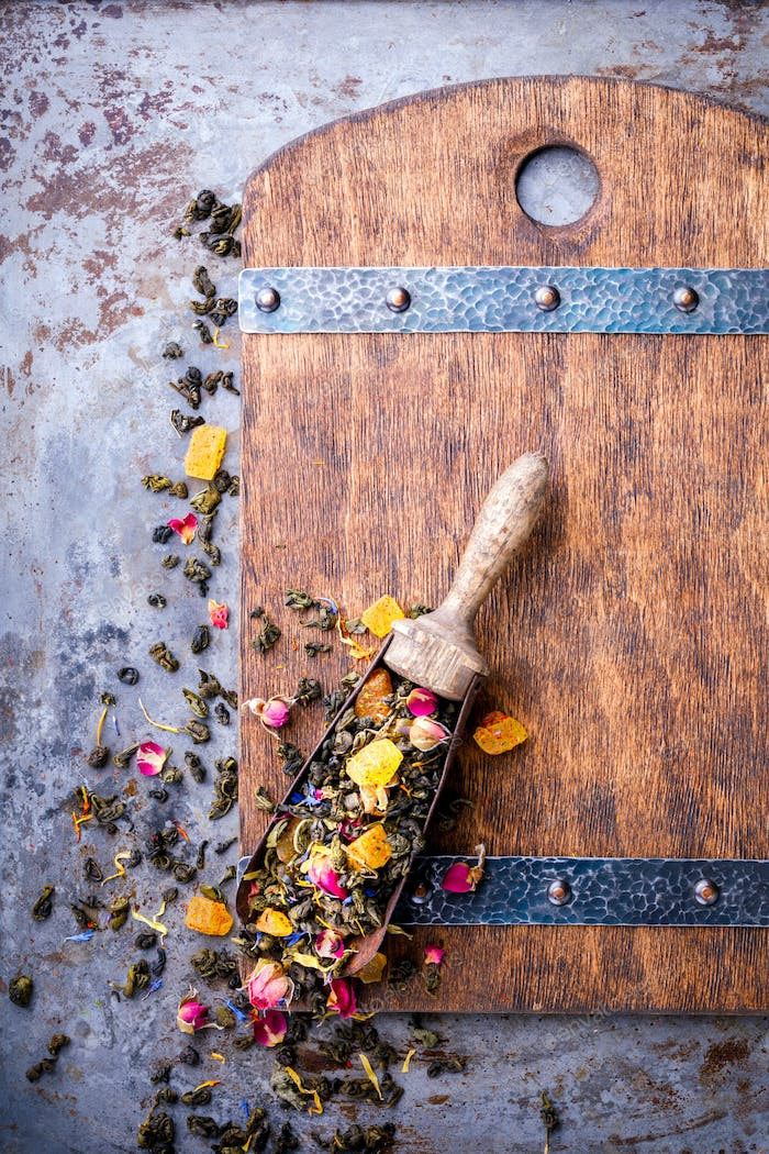 Dry Tea on the basis of Green with fruits and  rose petals