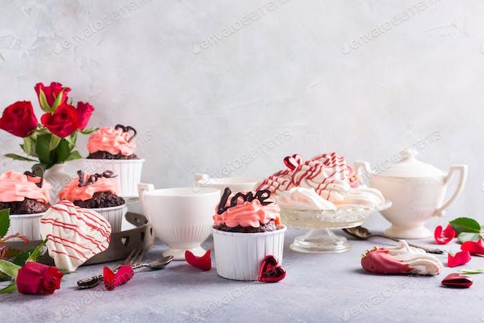 Schöne Schokolade Cupcake mit Baiser