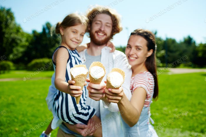 Family with icecreams