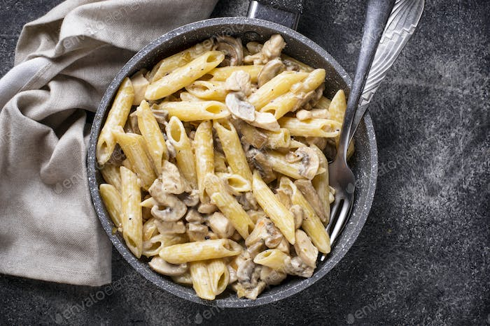 Pasta with chicken and mushroom