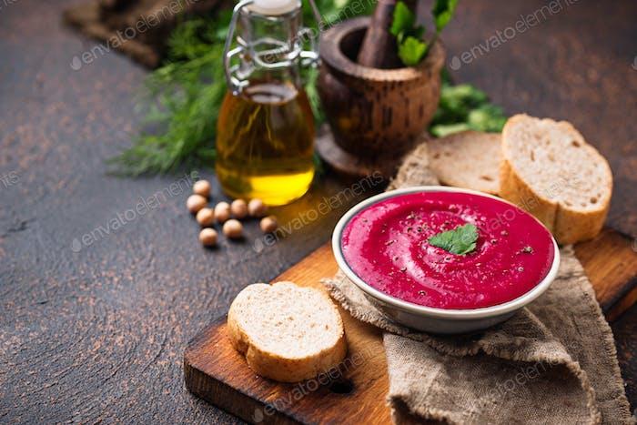 Rote-Bete-Hummus. Gesunde vegane Vorspeise