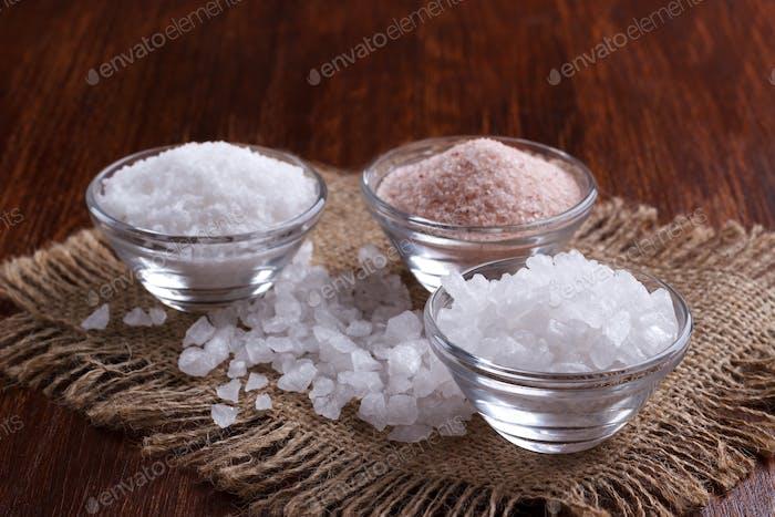 weißes und rosa Salz