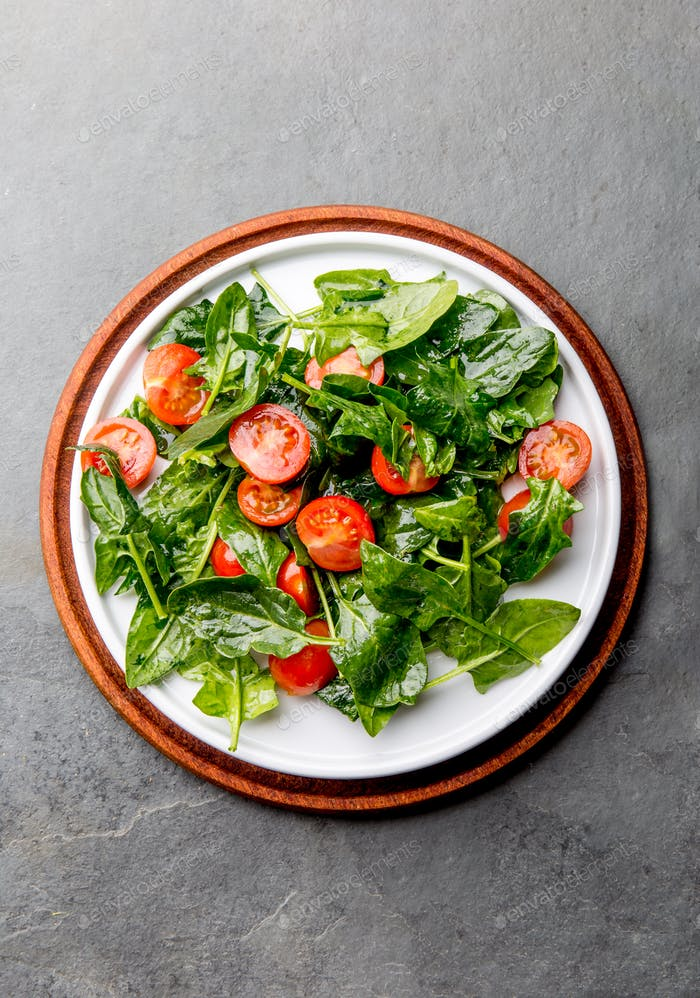 Fresh summer salad with baby spinach and tomatoes cherry