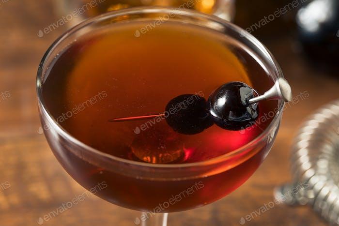Erfrischender Boozy Manhattan Cocktail