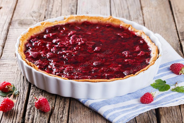 Tart with fresh raspberries in jelly fill.