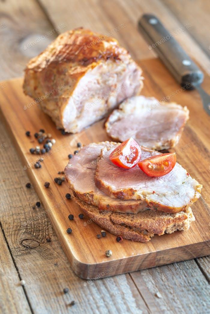 Sandwich mit Porchetta - Italienisches gebratenes Schweinefleisch