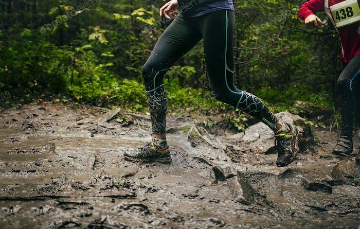 dirty feet woman runner