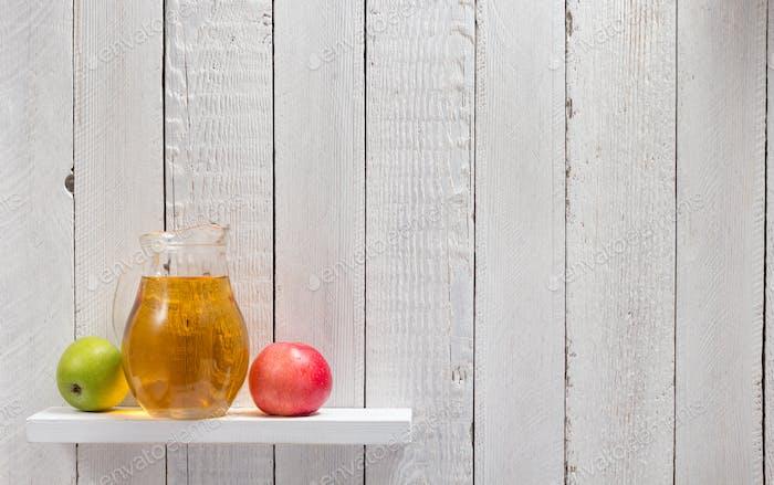 Apfelsaft im Regal