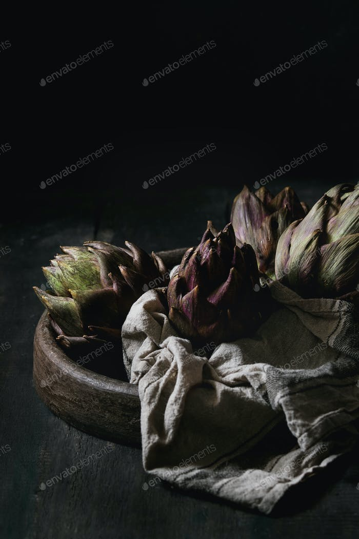 Ungegart lila Artischocken