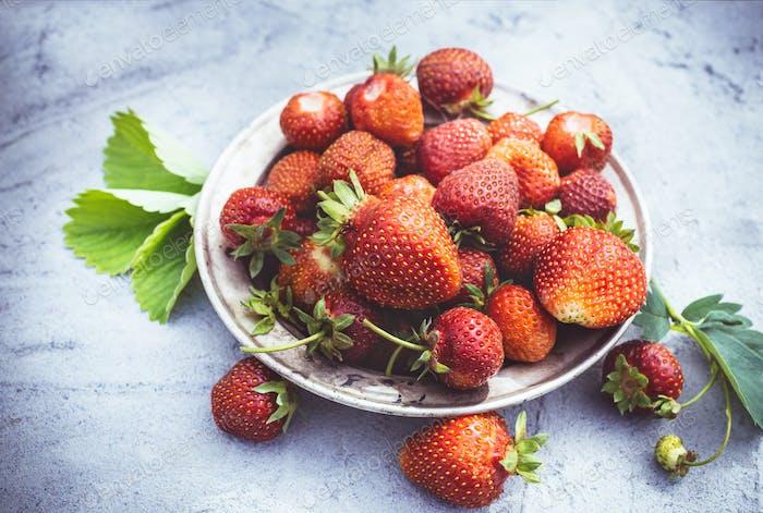 Erdbeeren auf Platte Nahaufnahme