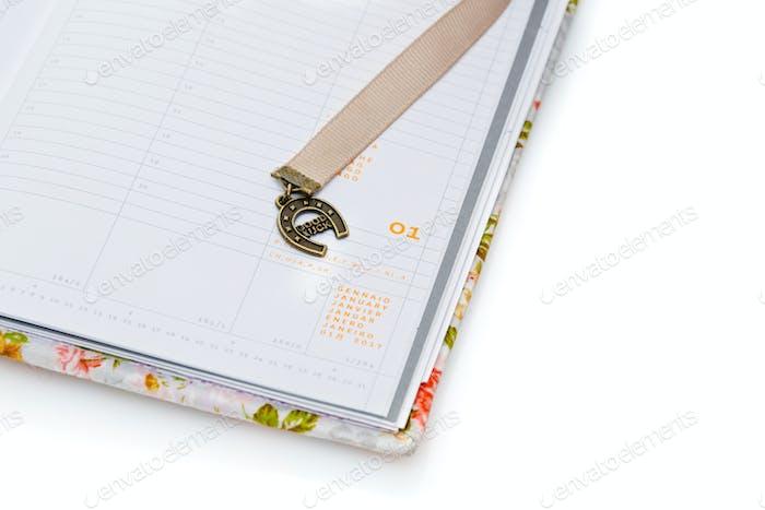 Notizbuch eröffnet am neuen Jahr