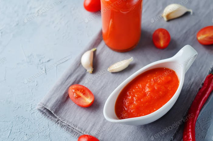 Roasted Red Pepper Tomato Garlic Sauce