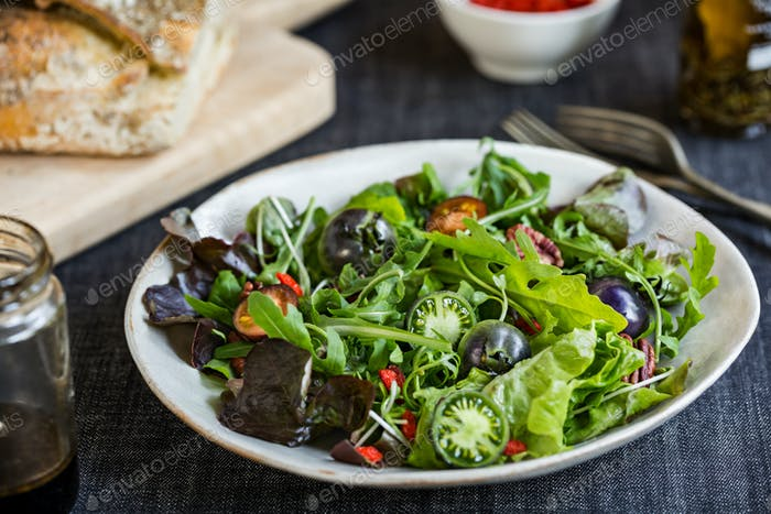 Green Salad with Green Tomatoes,Pecan and Goji berry Salad