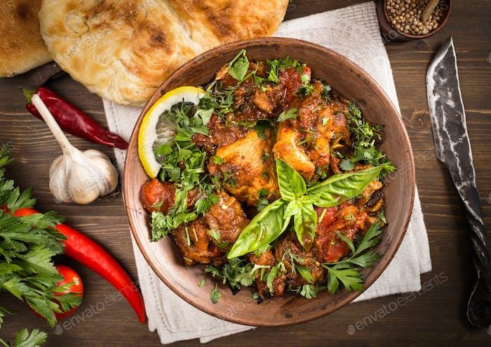 Chakhokhbili Huhn gedünstet mit Tomaten und Kräutern darüber