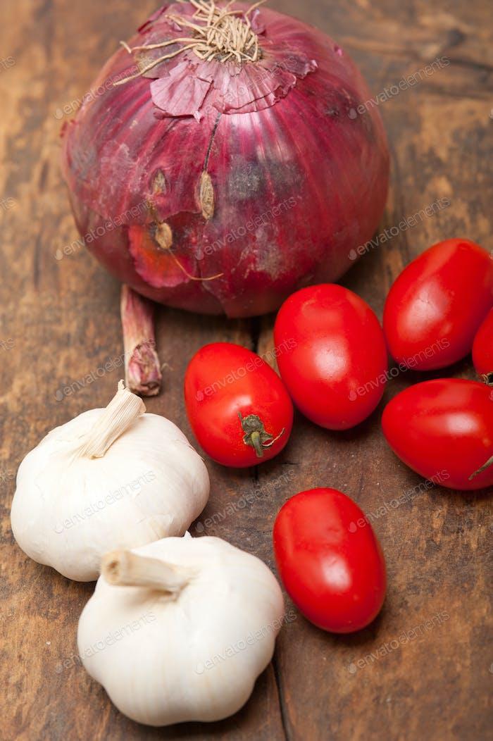 cebolla ajo y tomates