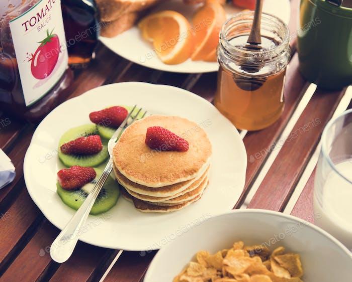 Pfannkuchen mit Frühstück