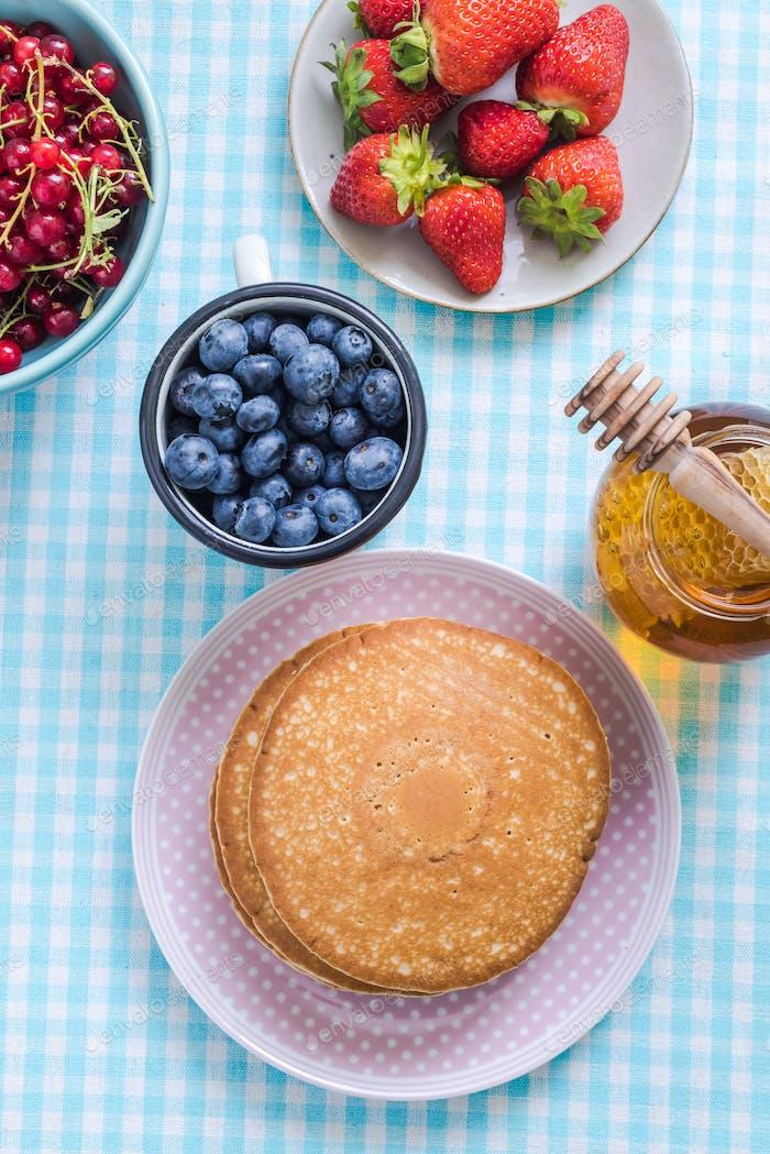 Brunch Idee, Pfannkuchen mit Früchten