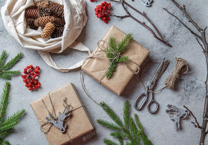 Zero Waste Weihnachtskonzept. Natürliche Chirsmas Dekoration und handgefertigte Geschenke ohne Kunststoff