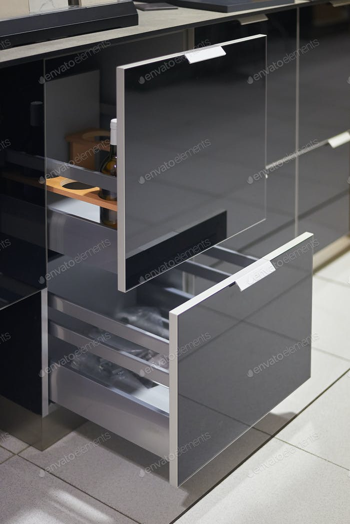 Detail of the functioning of a modern drawer