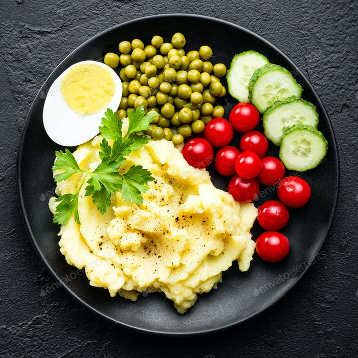 Mashed potato with green peas, tomatoes and boiled egg