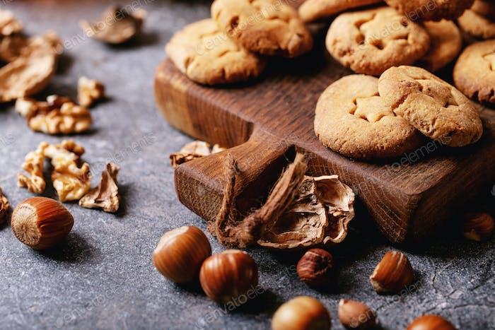 Hausgemachte Kekse mit Haseln