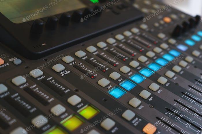 Ausrüstung für DJ und Musiker Sound Mixer.