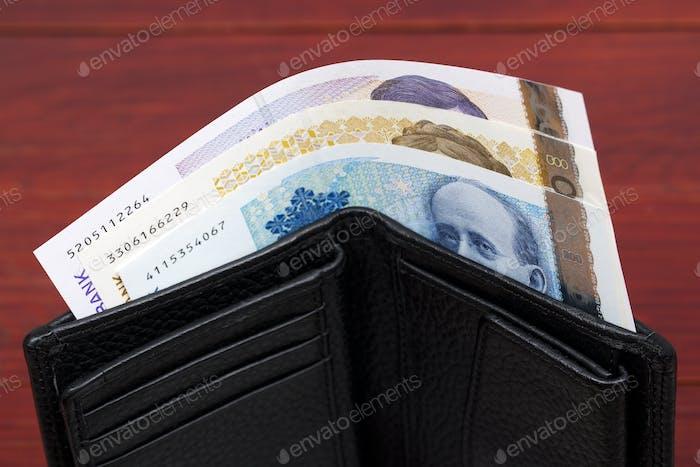 Corona noruega en la billetera negra